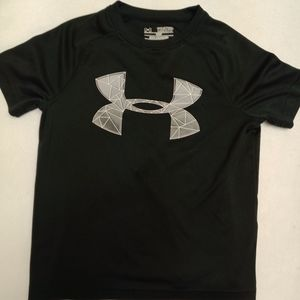 Boys under armour shirt. Loose fit
